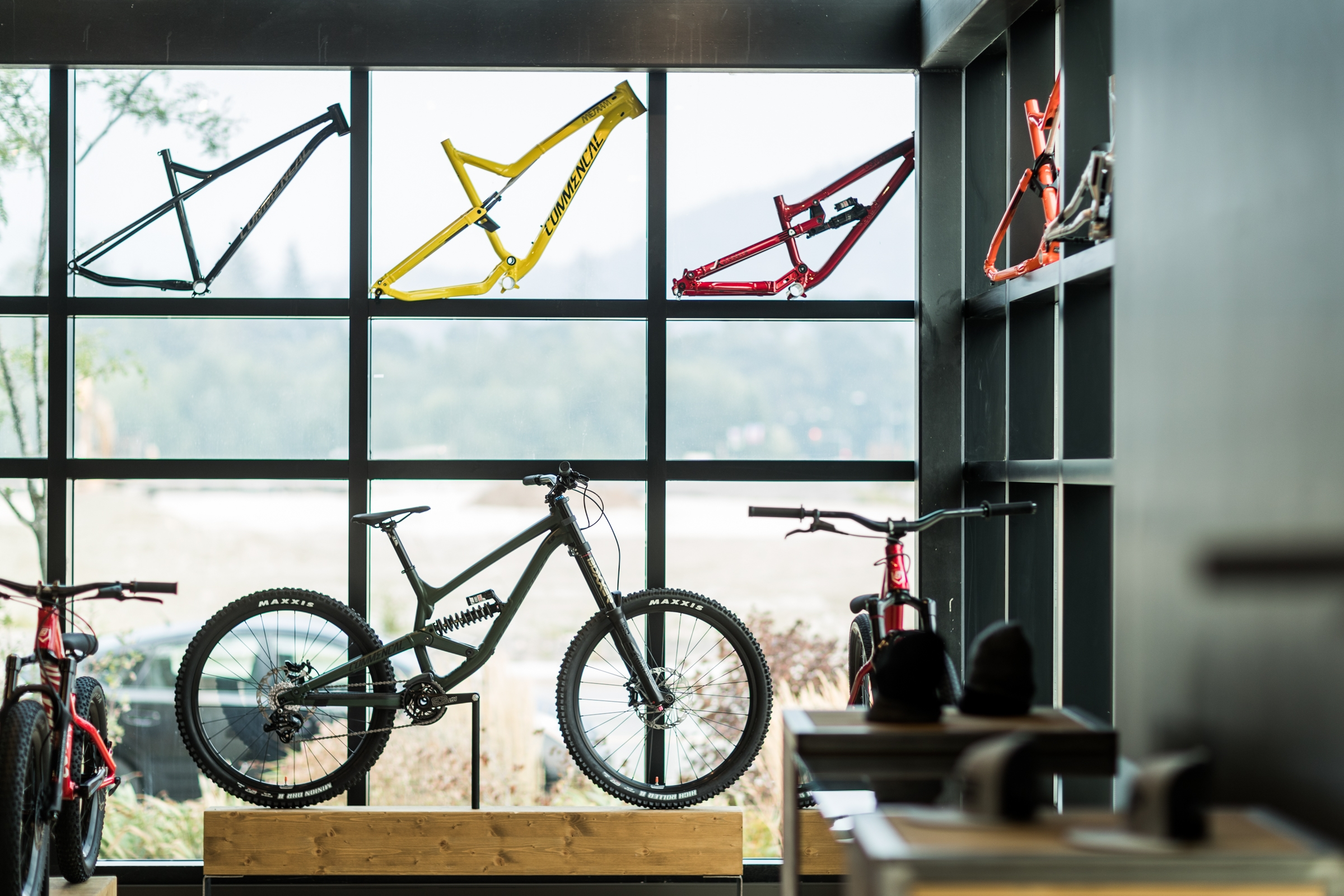 COMMENCAL CANADA : Showroom Squamish
